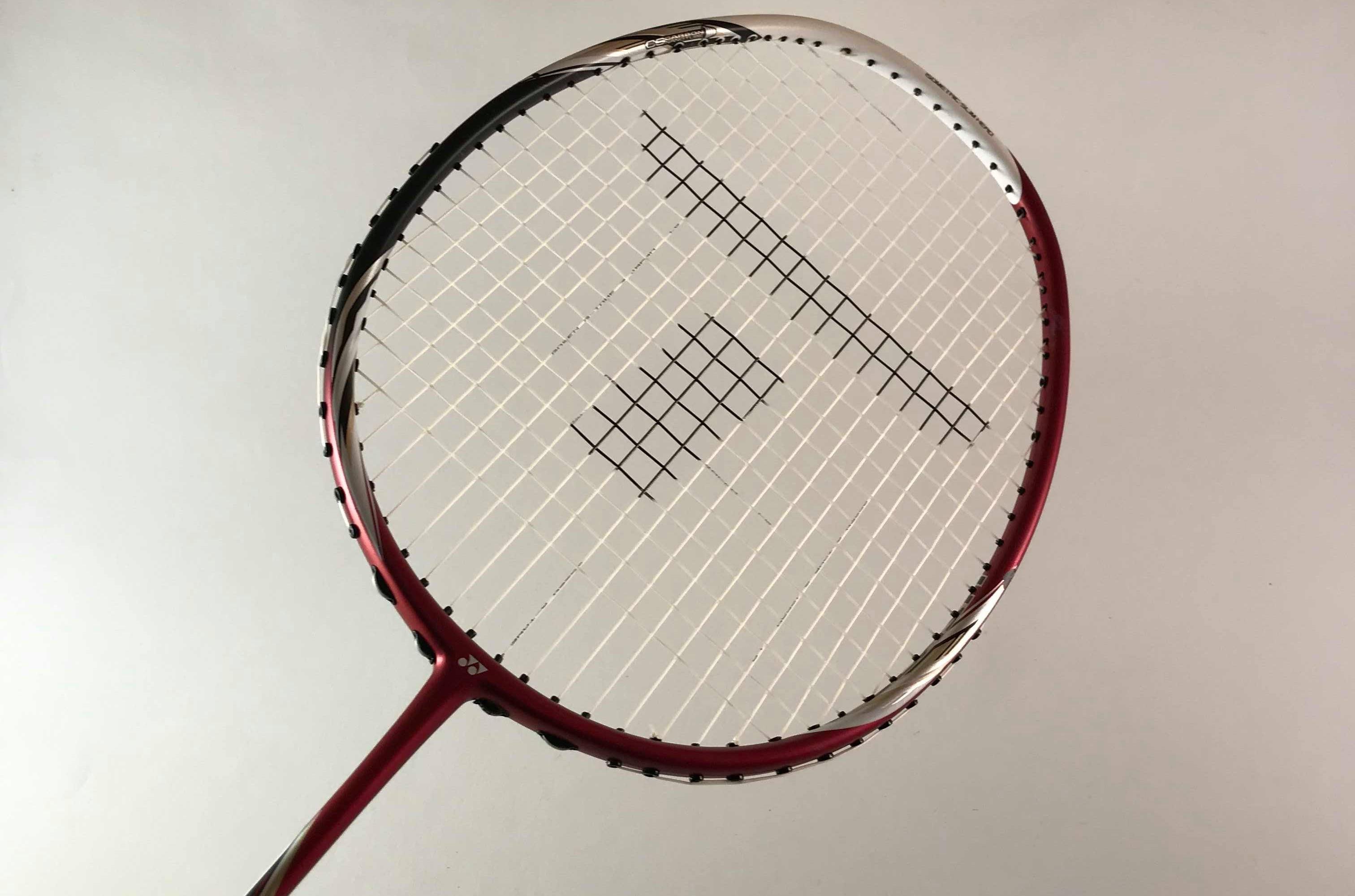 strängning av badmintonrack teq
